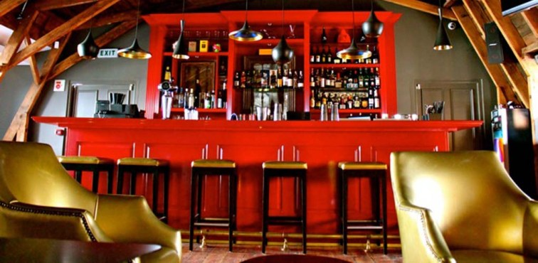 Gorgeous red lacquered bar at Tjing Tjing